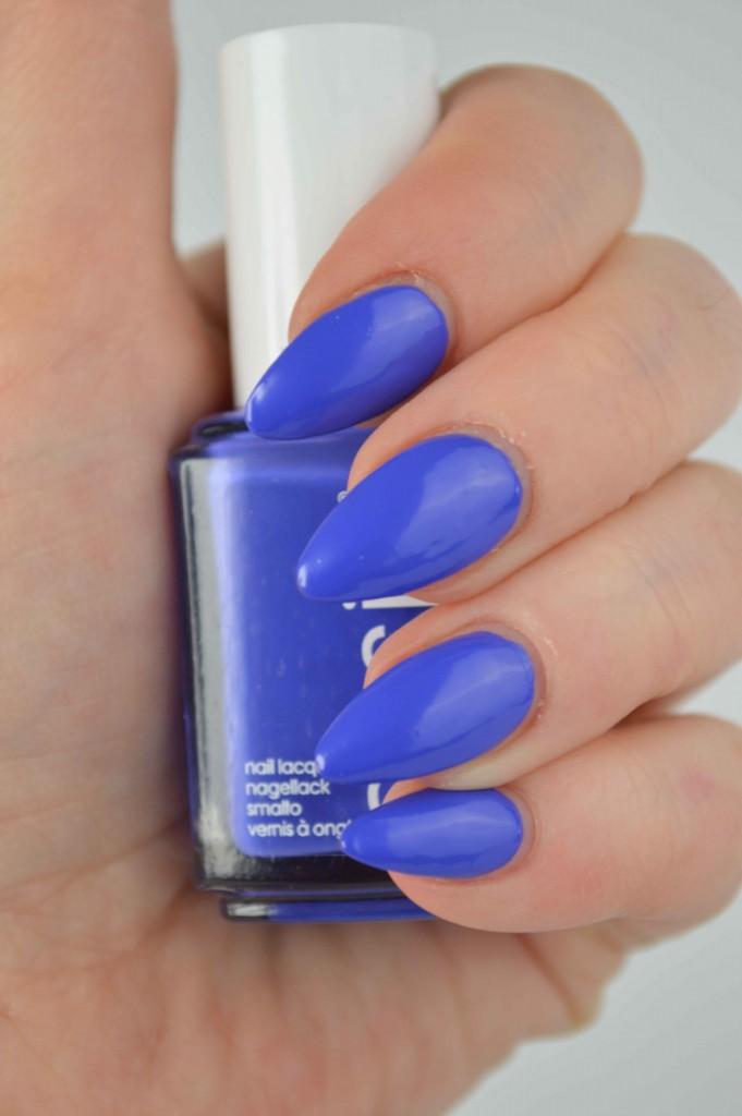 Essie_Chills_And_Thrills_Neon_LE_mikalicious