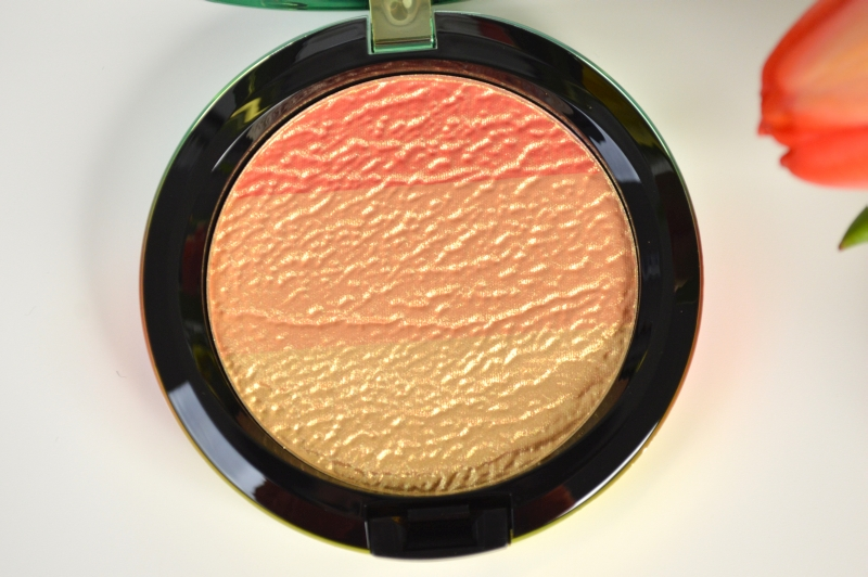 MAC Wash & Dry LE Highlighter Freshen Up Blush Review