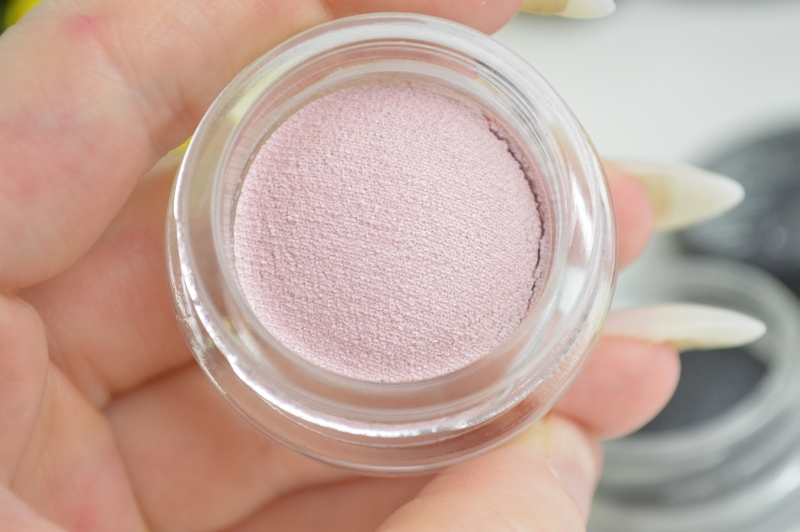 Catrice Bouncy Eyeshadow Strike a Rose Contains Carmine