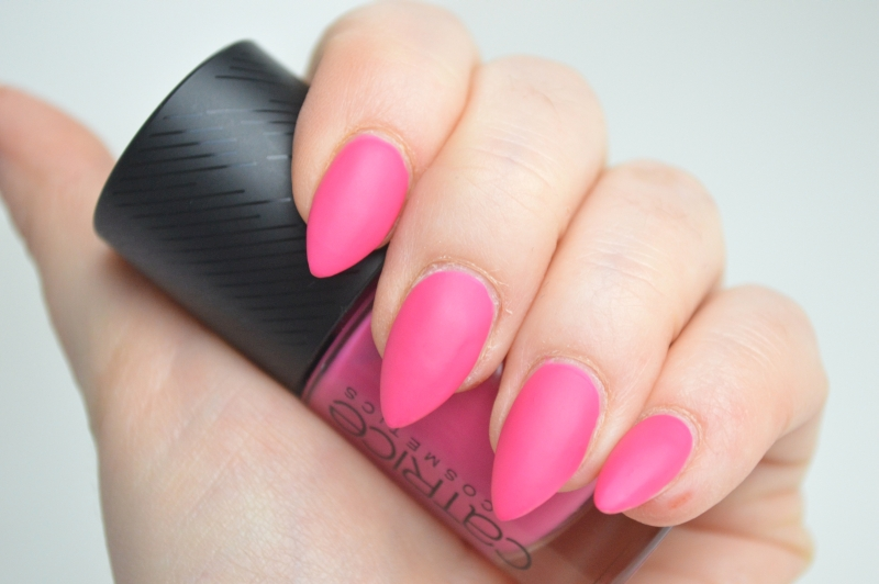 Catrice Sense of Simplicity LE Nagellack Pure Pink Mikalicious Swatches