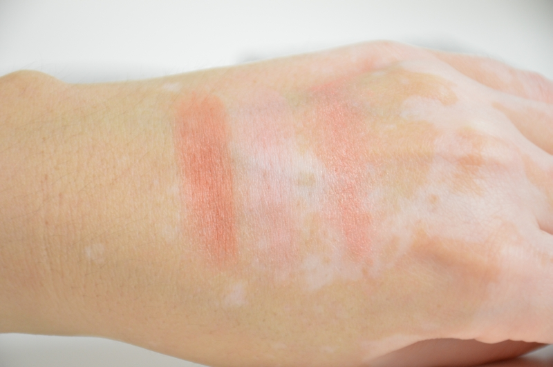 Swatches Maybelline Facestudio Blush Brown, Pink Amber, Coral Fever