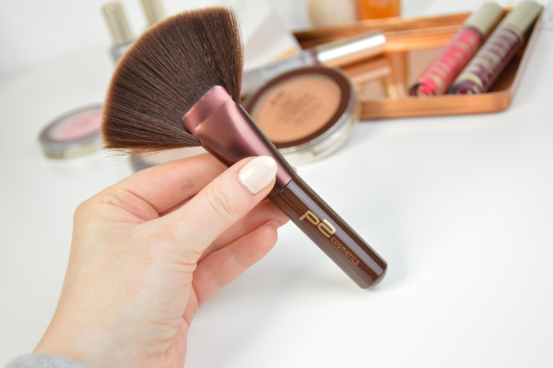 P2 Contouring Fan Brush Sunshine Goddess LE Pinsel Review