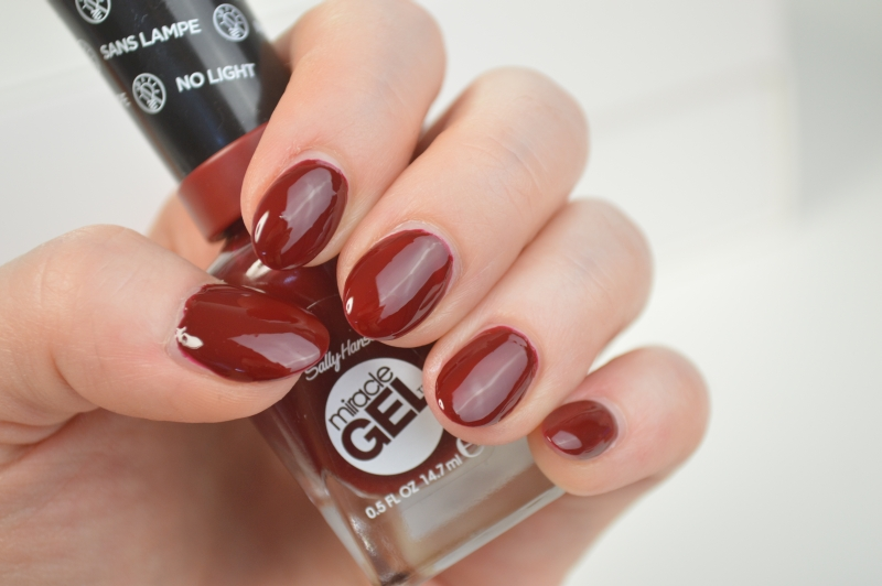 Sally Hansen Miracle Gel Nagellack Can't beet royalty Mikalicious