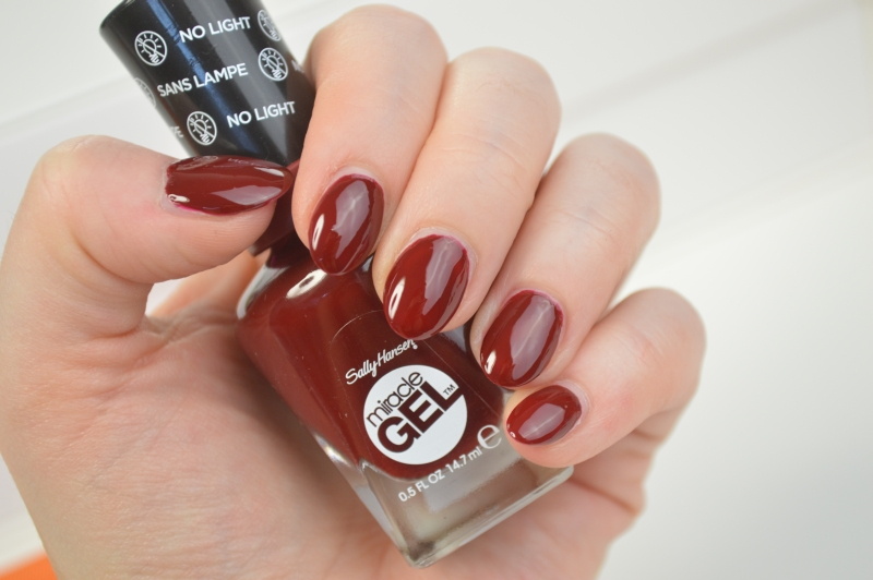 Sally Hansen Miracle Gel Nagellack Can't beet royalty Swatches
