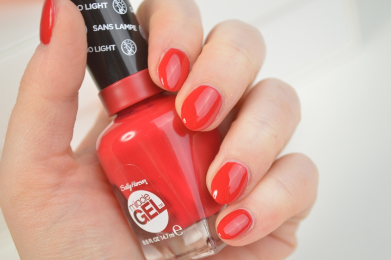 Sally Hansen Miracle Gel Nagellack Off with her Red! Swatches