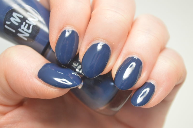 essence-the-gel-nail-polish-in-royal-blue-review