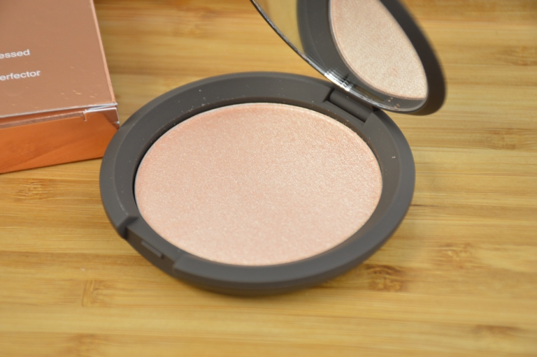 becca-jaclyn-hill-champagne-pop-highlighter-puder-highighter-review