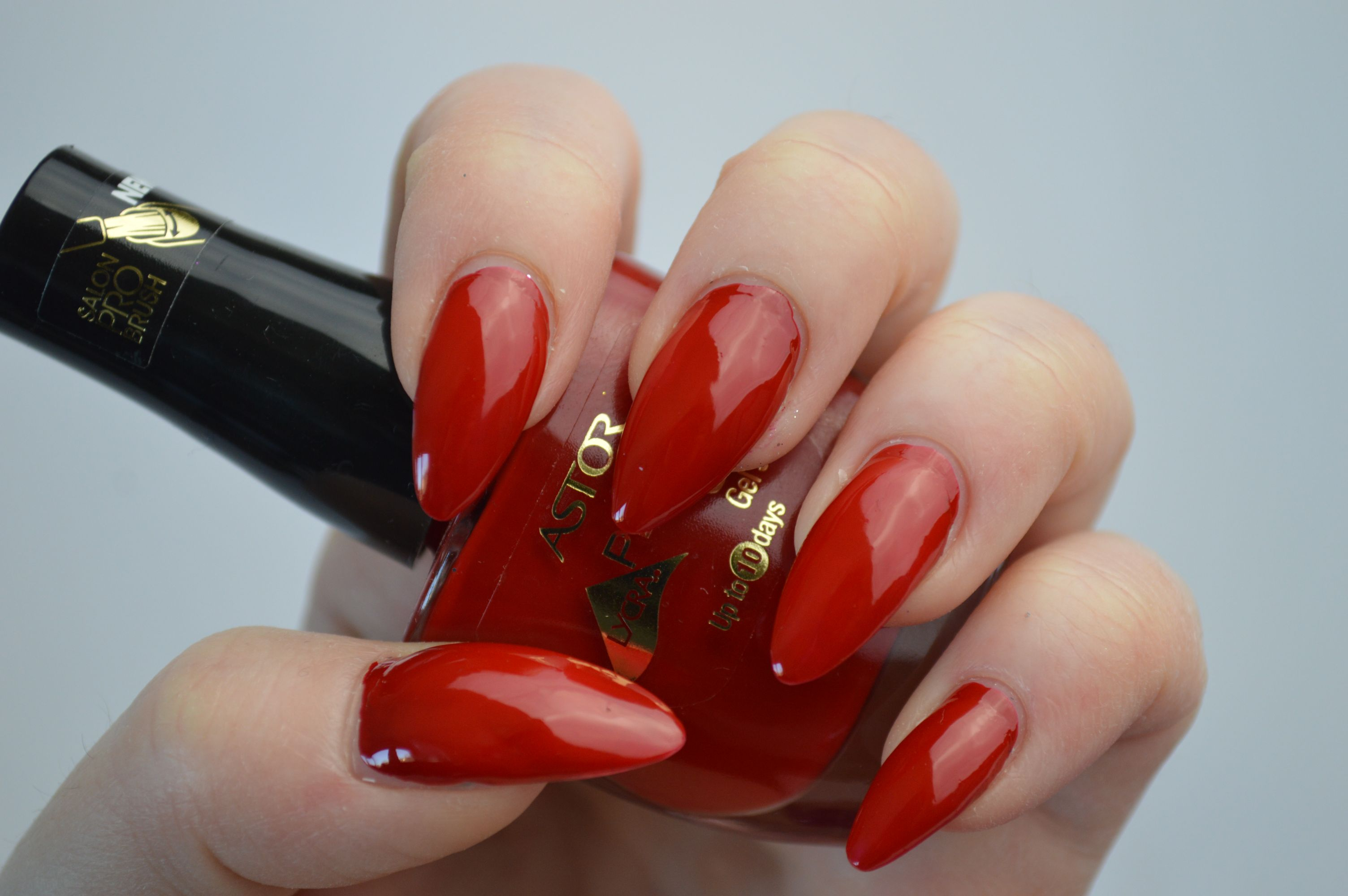 Astor_Rojo_Passion_Swatches