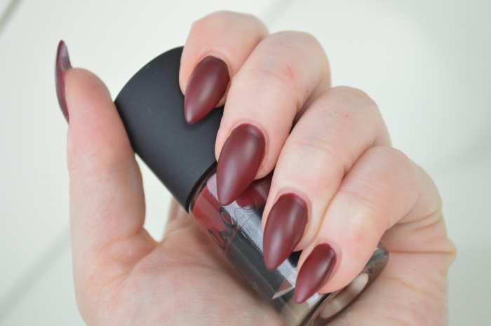 Catrice_Lala_Berlin_Ruling_Red_Nagellack