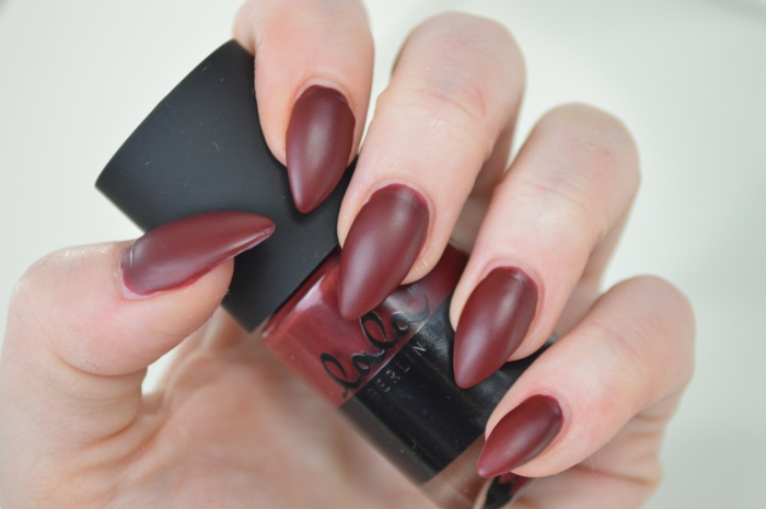 Catrice_Lala_Berlin_Ruling_Red_Swatches