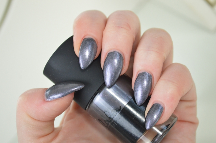 Catrice_Lala_Berlin_Shade_of_Grey_Swatches