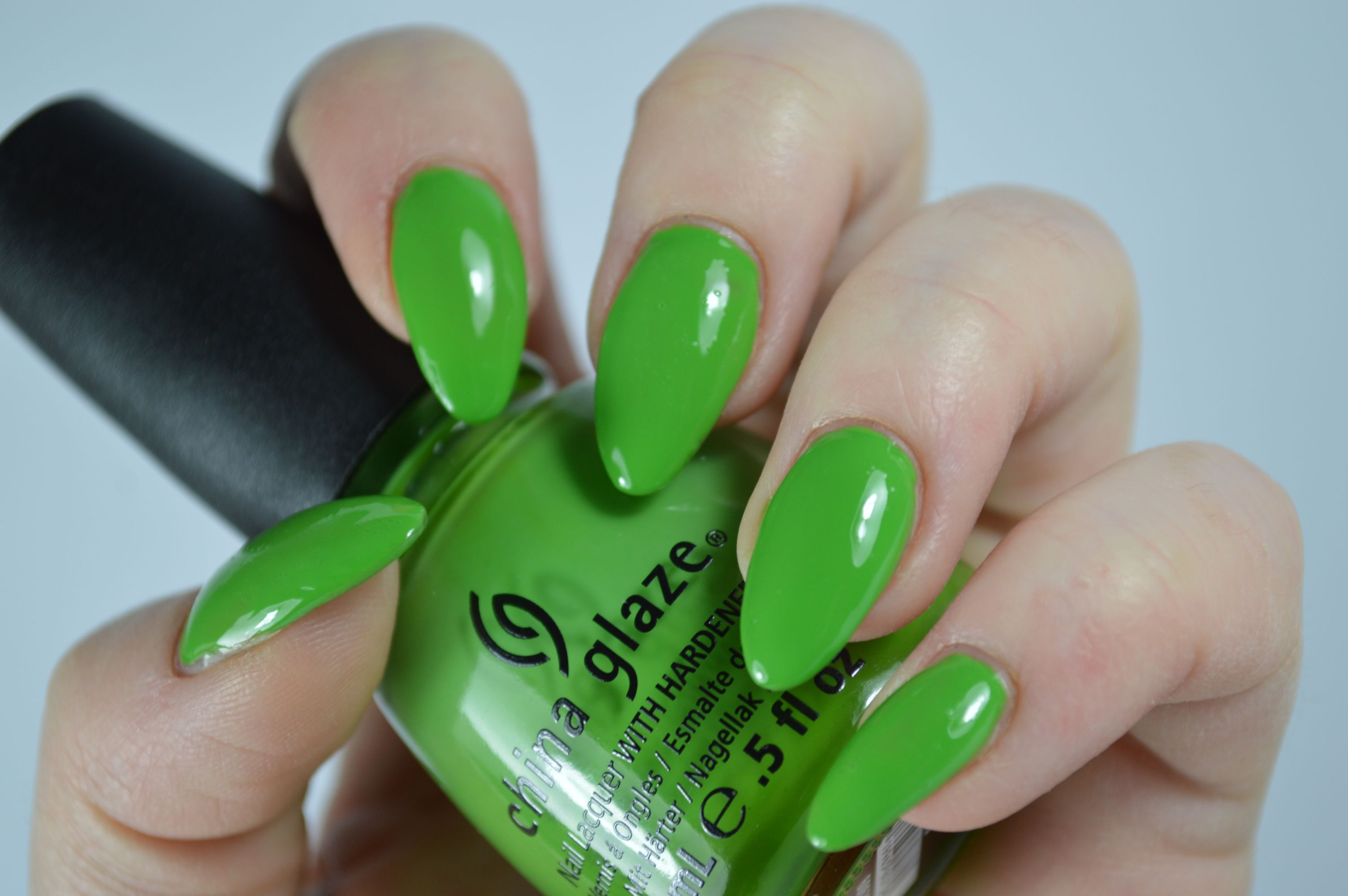 China_Glaze_Gaga_for_Green_Aufgepinselt