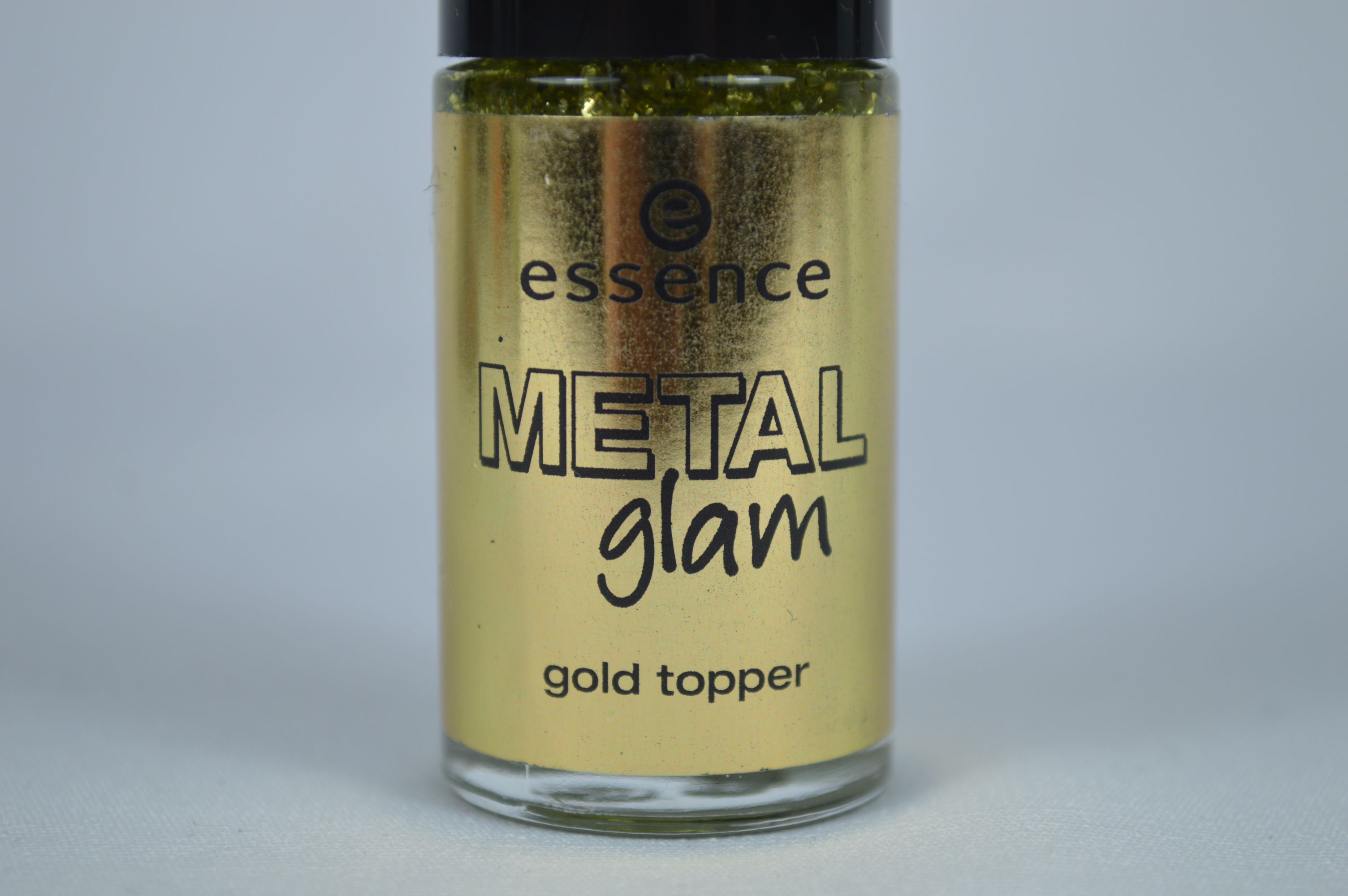 Aufgepinselt: Essence Metal Glam Gold Topper