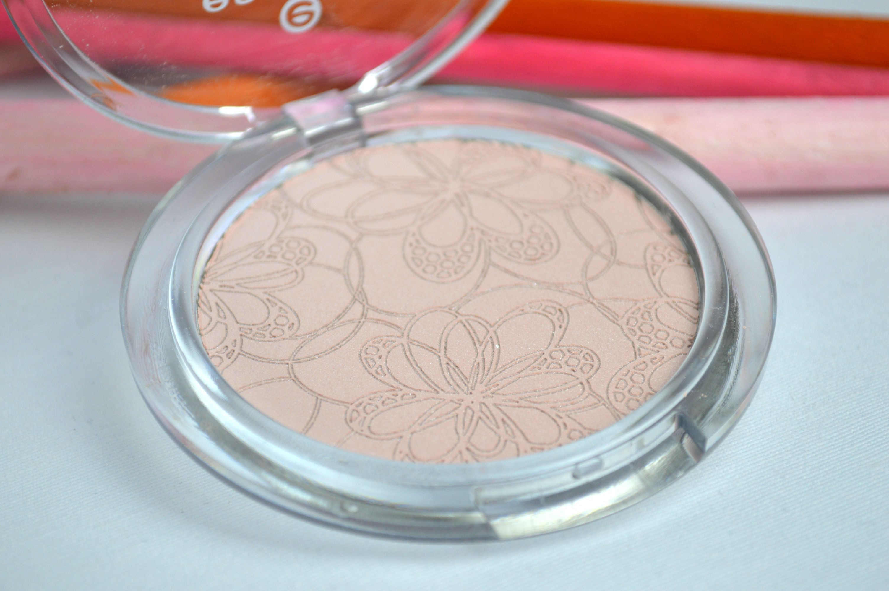 Essence Highlighter Rose it up!