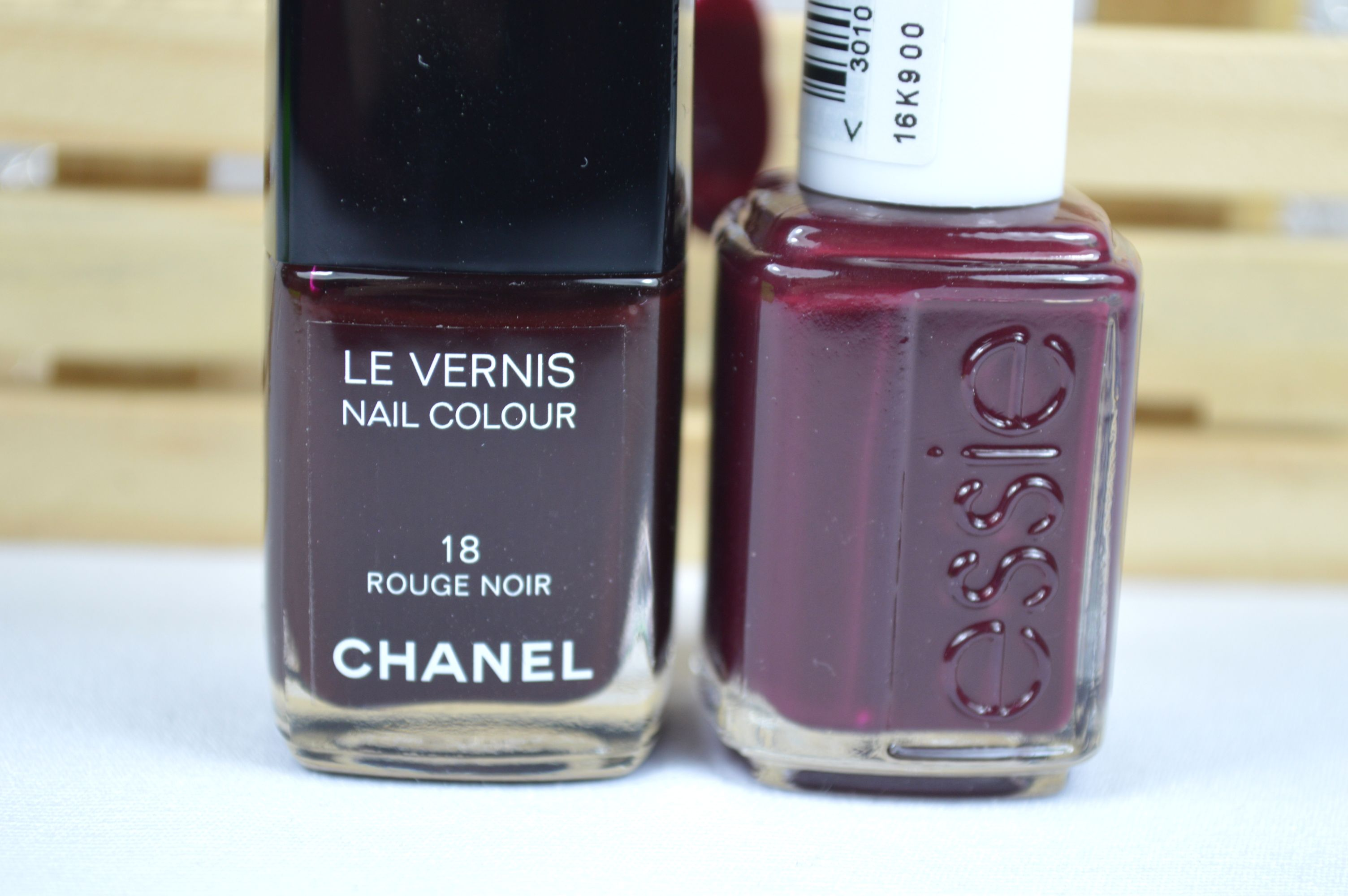 Essie Shearling Darling Chanel Rouge Noir Dupe Review Vergleich