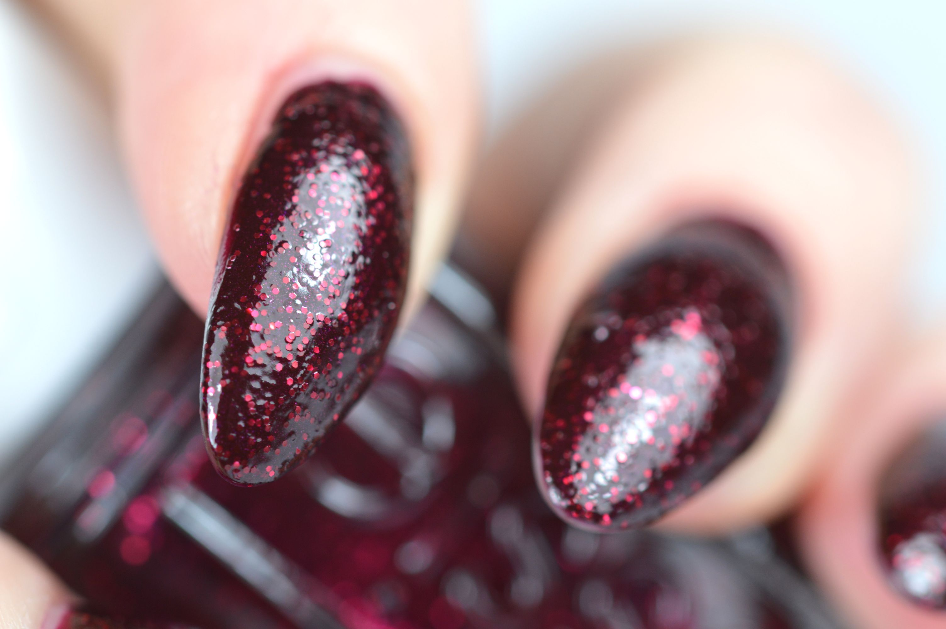 Essie Toggle to the Top Nagellack Swatch