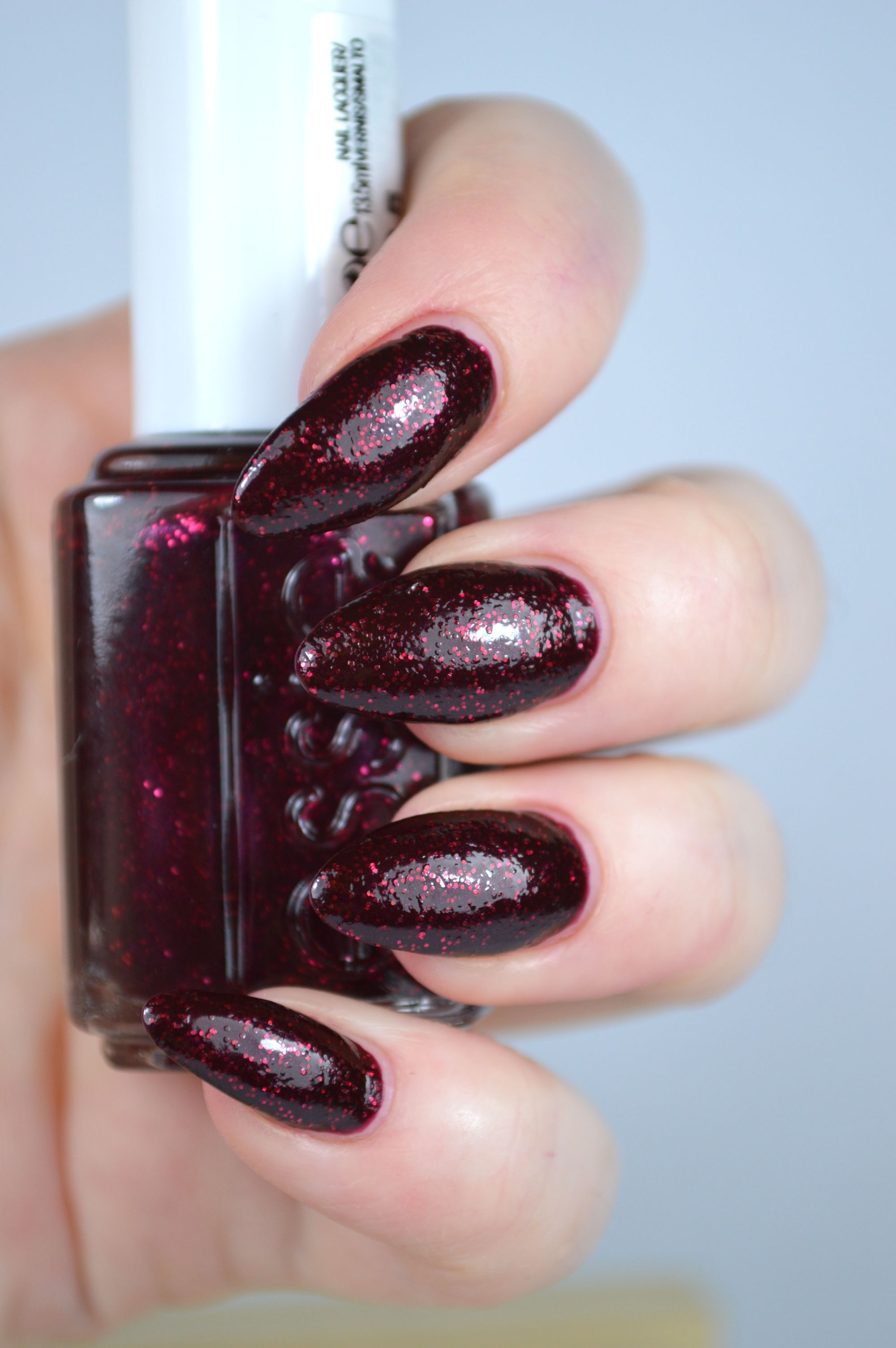 Essie Toggle to the Top Nagellack