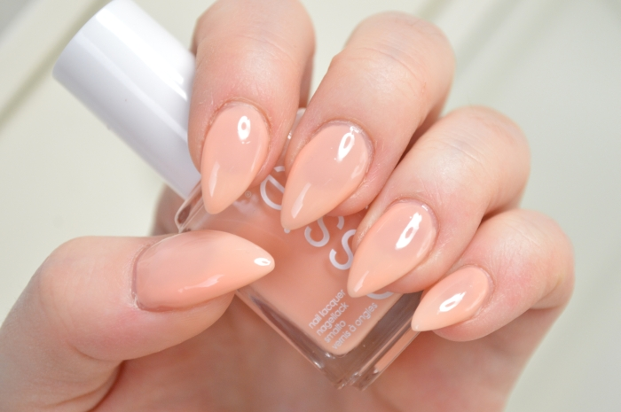 Essie_Back_in_the_limo_Nagellack