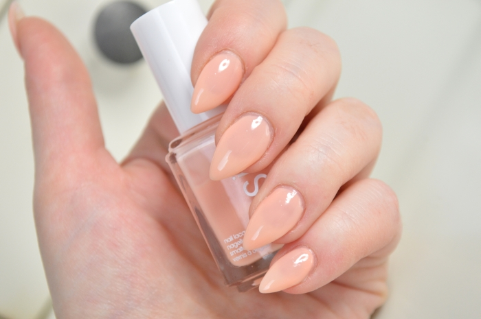 Essie_Back_in_the_limo_Review
