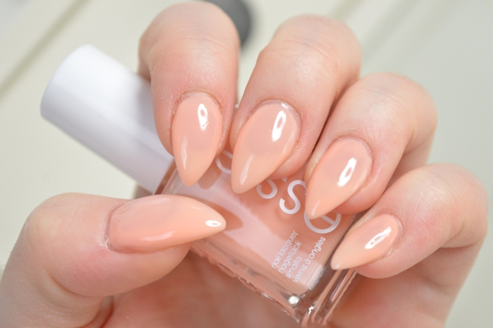Essie_Back_in_the_limo_Swatches