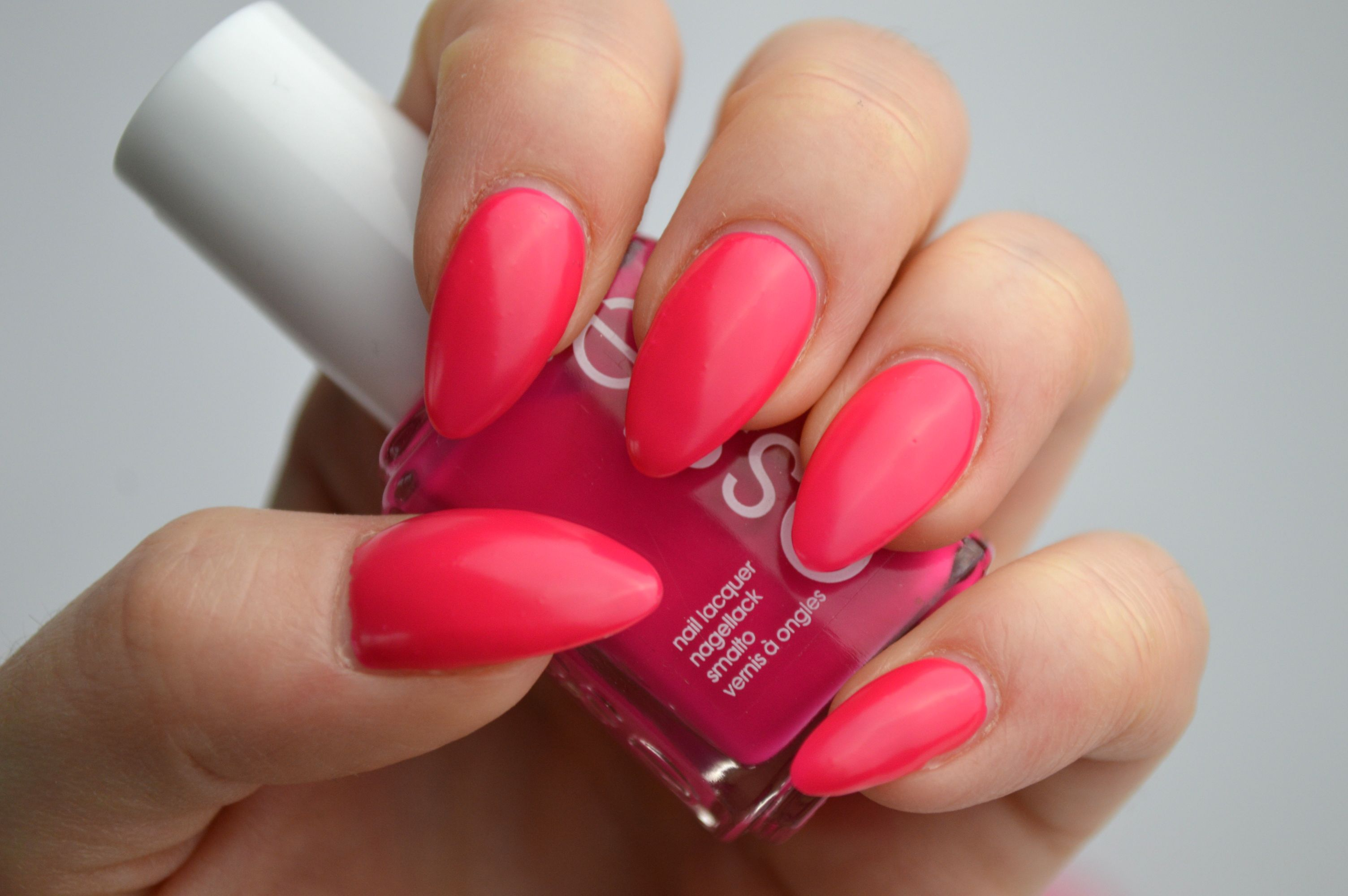 Essie_Bottle_Service_Review
