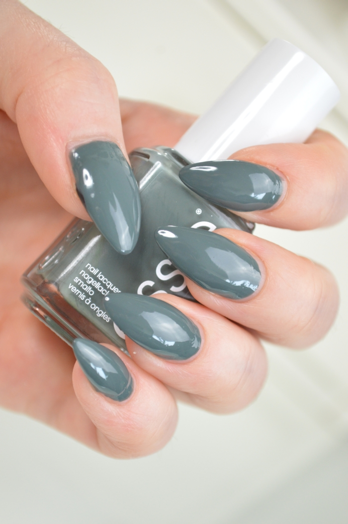 Essie_Fall_In_Line_Review