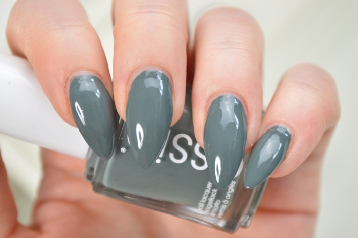 Essie_Fall_In_Line_mikalicious
