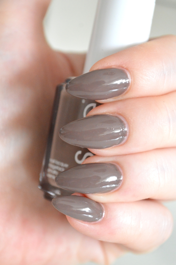 Essie_Fierce_No_Fear_Haute_in_the_Heat