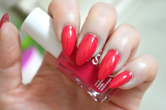 Essie_Haut_in_the_Heat_Nagellack
