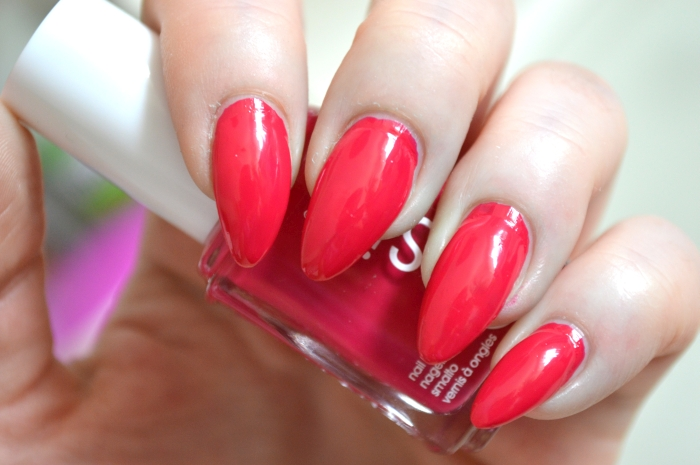 Essie_Haut_in_the_Heat_Review