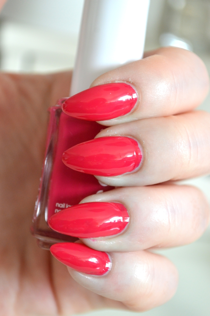 Essie_Haut_in_the_Heat_mikalicious