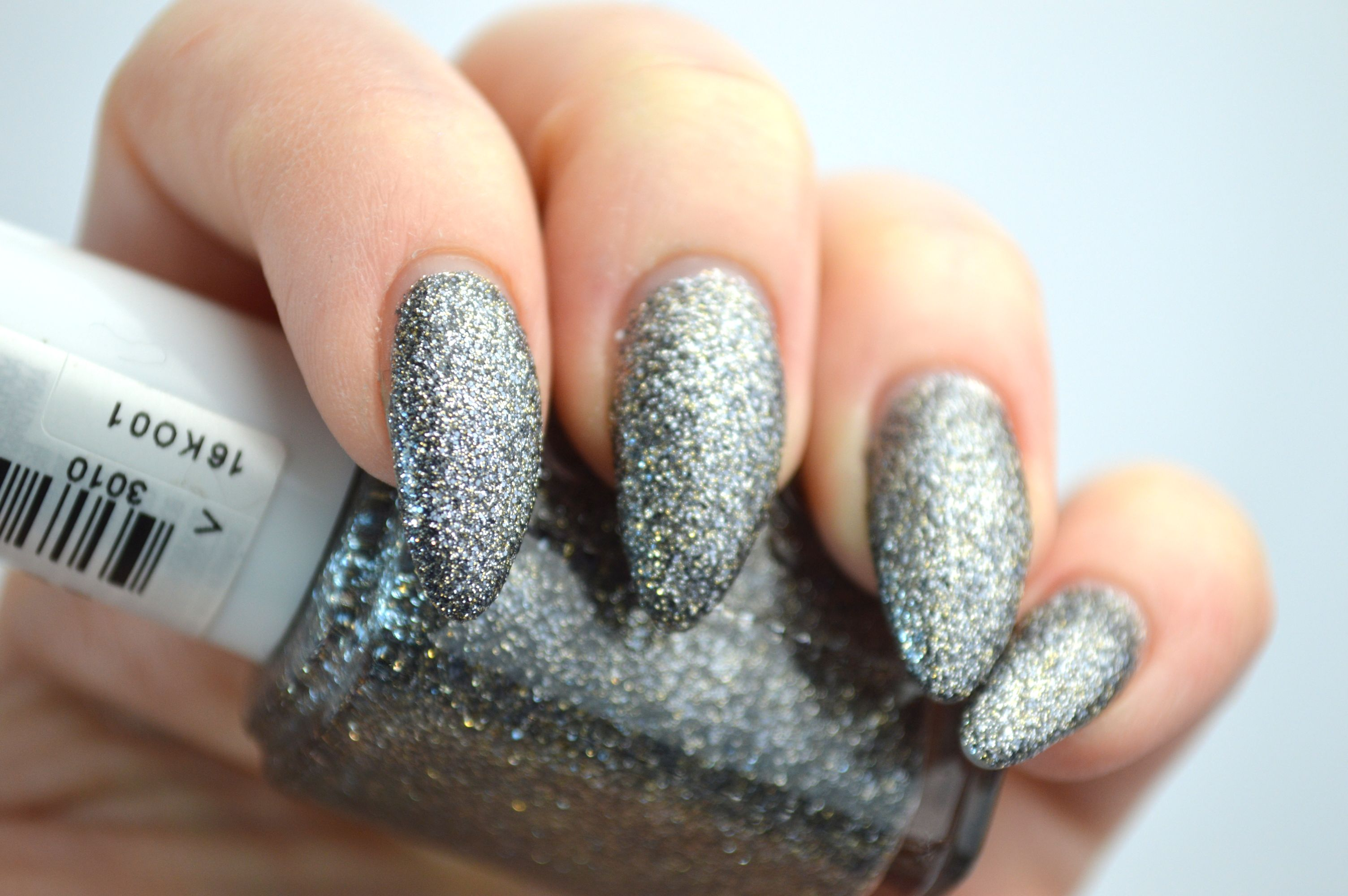 Essie_Ignite_the_Night_Review
