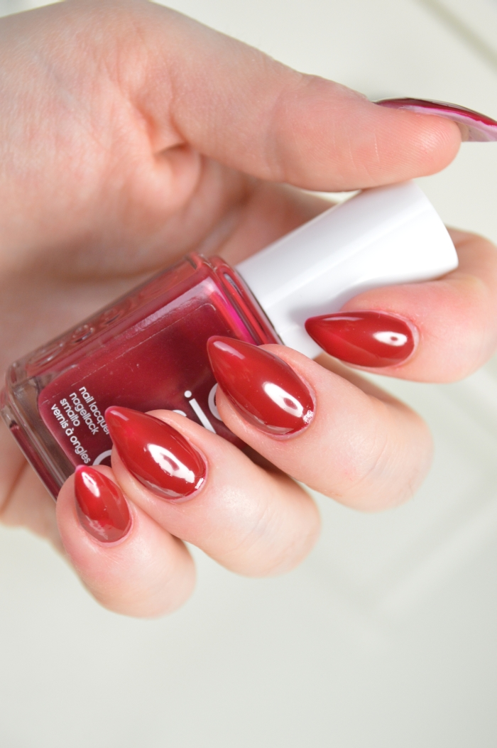 Essie_Jump_in_my_Jumpsuit_Nagellack