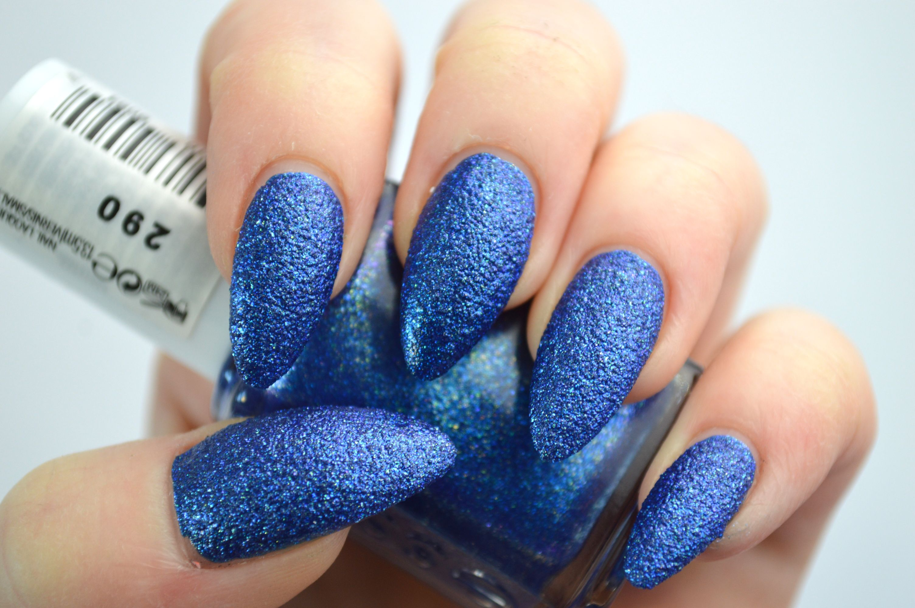 Essie_Lots_of_Lux_Review