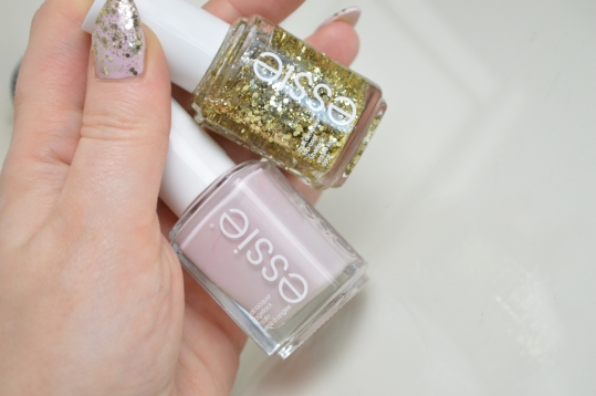 Essie Rock at the Top auf Essie Neo Whimsical + Essie Leave no Trace Glitter Nagellackentferner