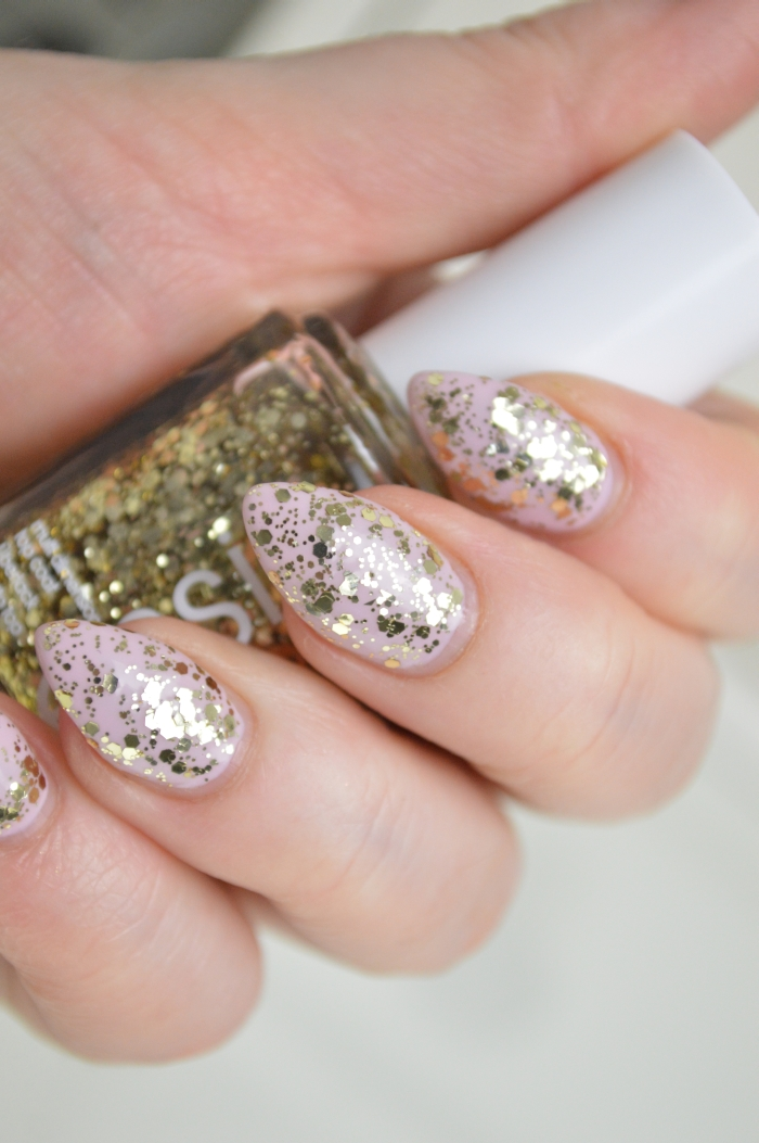 Essie_Rock_at_the_top_auf_Essie_Neo_Whimsical_Nagellack