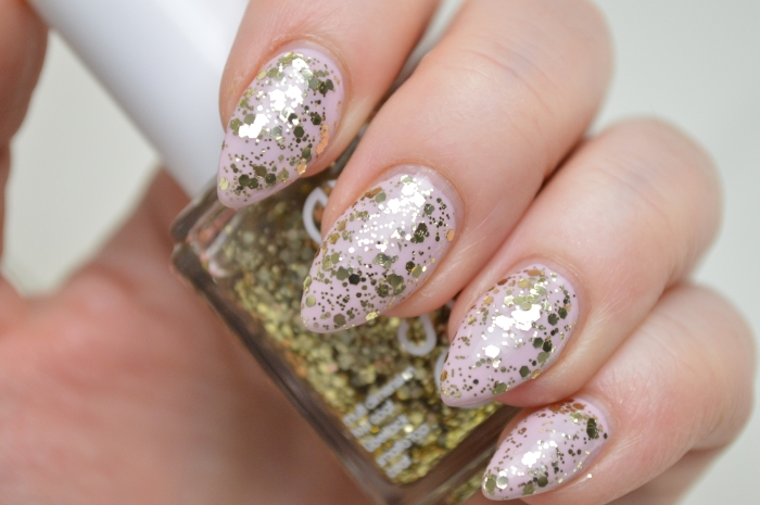 Essie_Rock_at_the_top_auf_Essie_Neo_Whimsical_Nailpolish