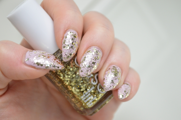 Essie_Rock_at_the_top_auf_Essie_Neo_Whimsical_mikalicious