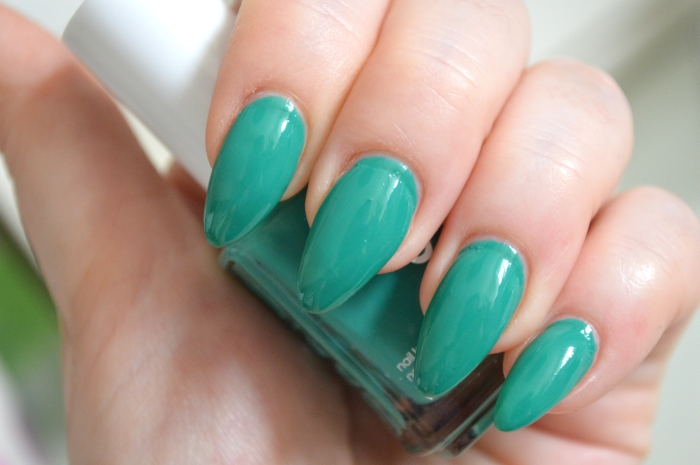 Essie_Ruffles_and_Feathers_Haute_in_The_Heat