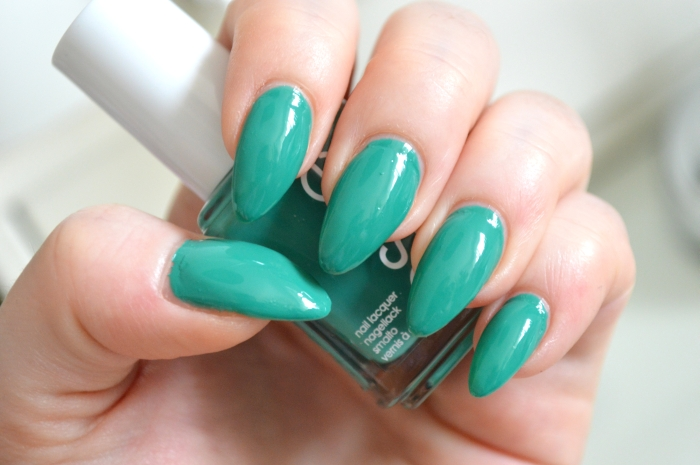 Essie_Ruffles_and_Feathers_Nagellack_LE