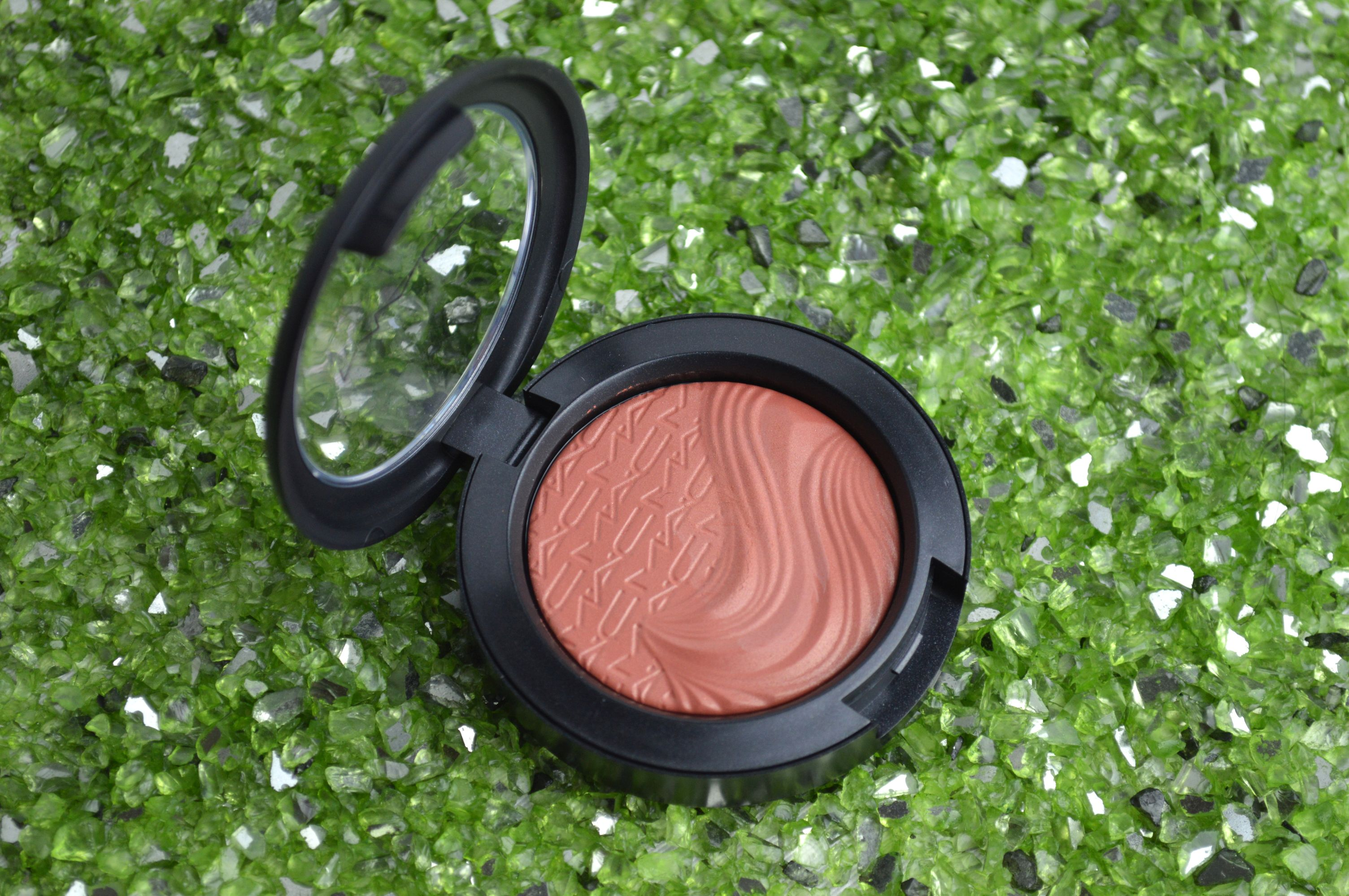 MAC_Blush_Pleasure_Model_a