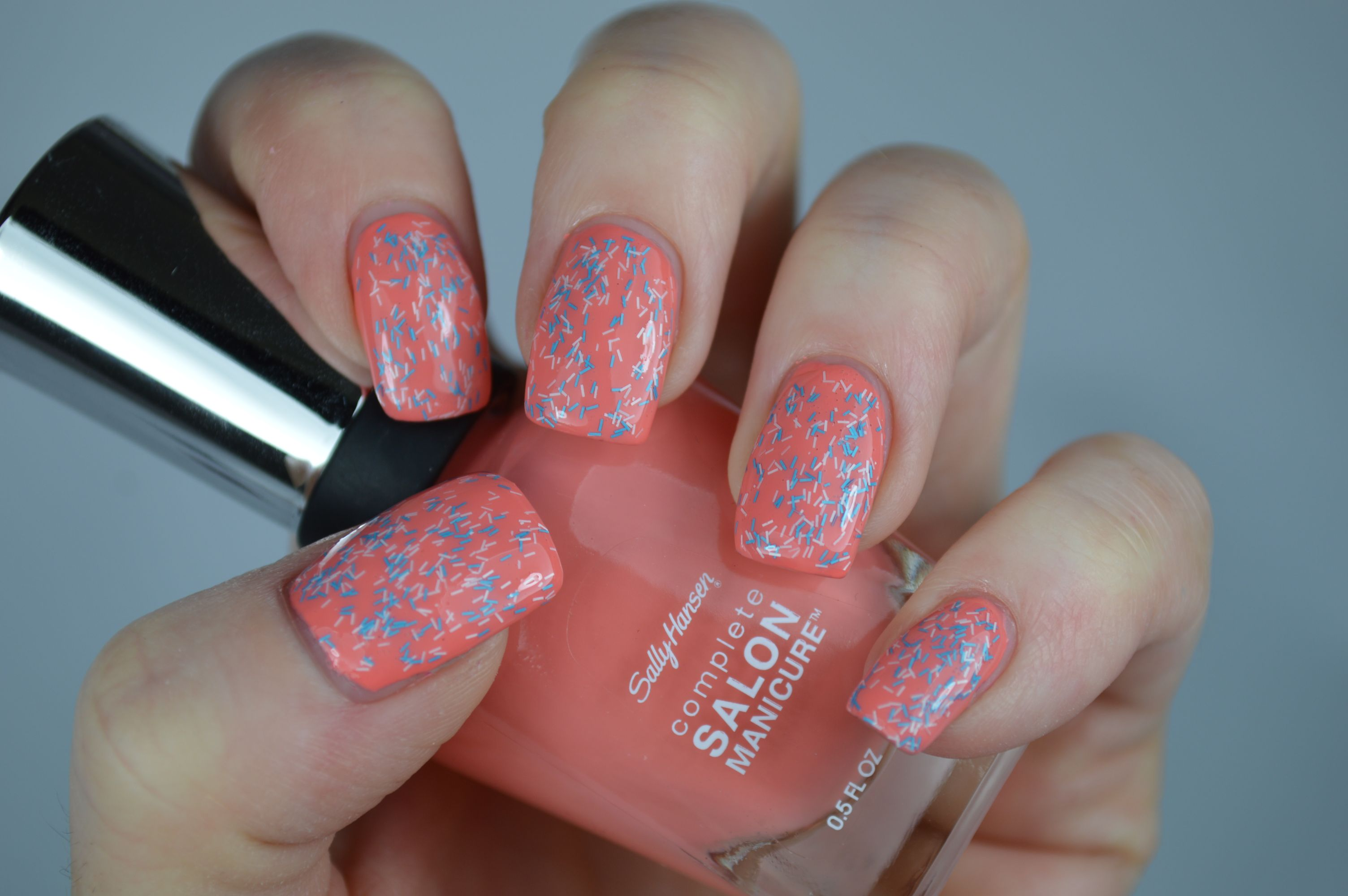 Nagellack Review Wool Knot Sally Hansen Fuzzy Coat Peach of Cake Swatches