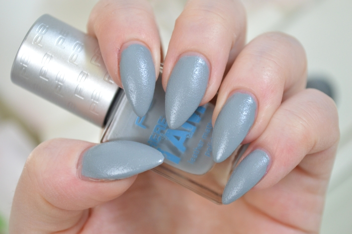 P2_Here_I_am_Nagellack_Cool_Grey_Swatches