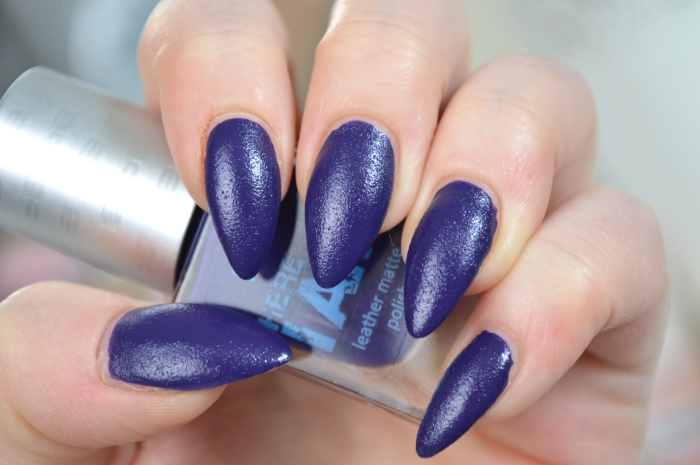 P2_Here_I_am_Nagellack_Courageous_Purple_Swatches
