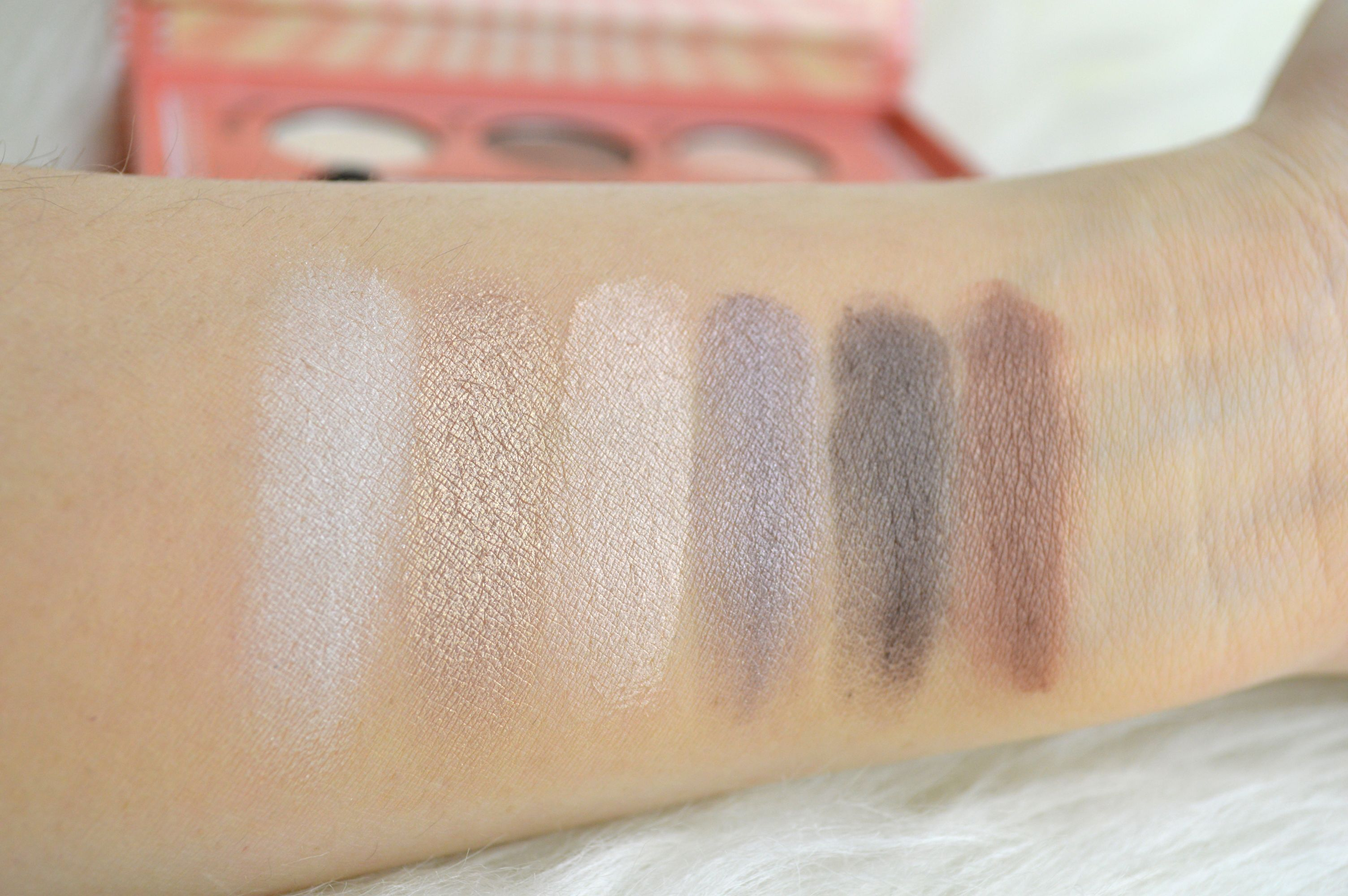 Primer_Swatches_Essence_How_to_make_nude_eyes_Makeup_box