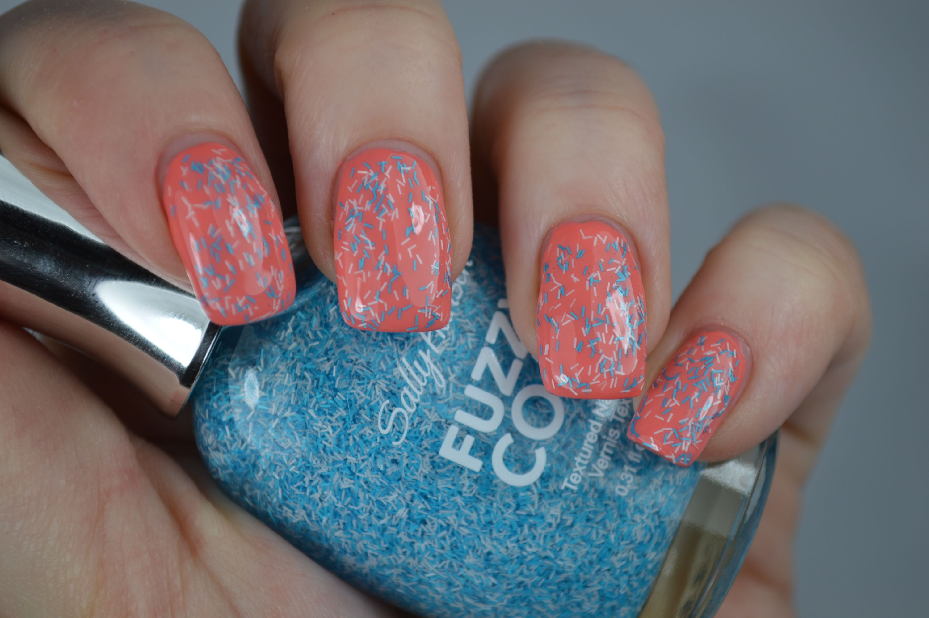 Review Wool Knot Sally Hansen Fuzzy Coat Peach of Cake