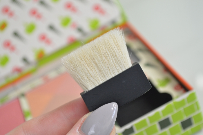 Review_Benefit_Cheeky_Sweet_Spot_pinsel