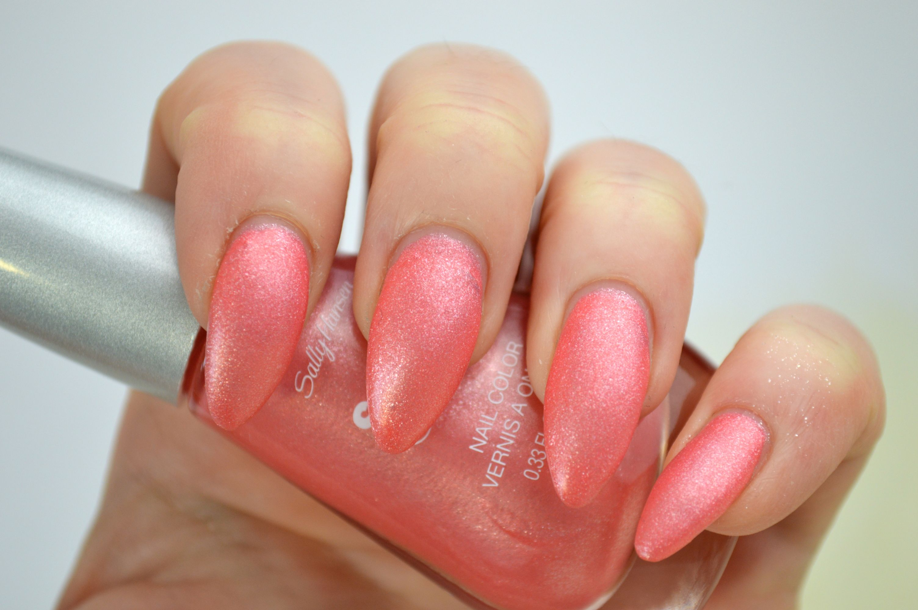 Sally_Hansen_Satin_Glam_Chic_Pink_Nailpolish