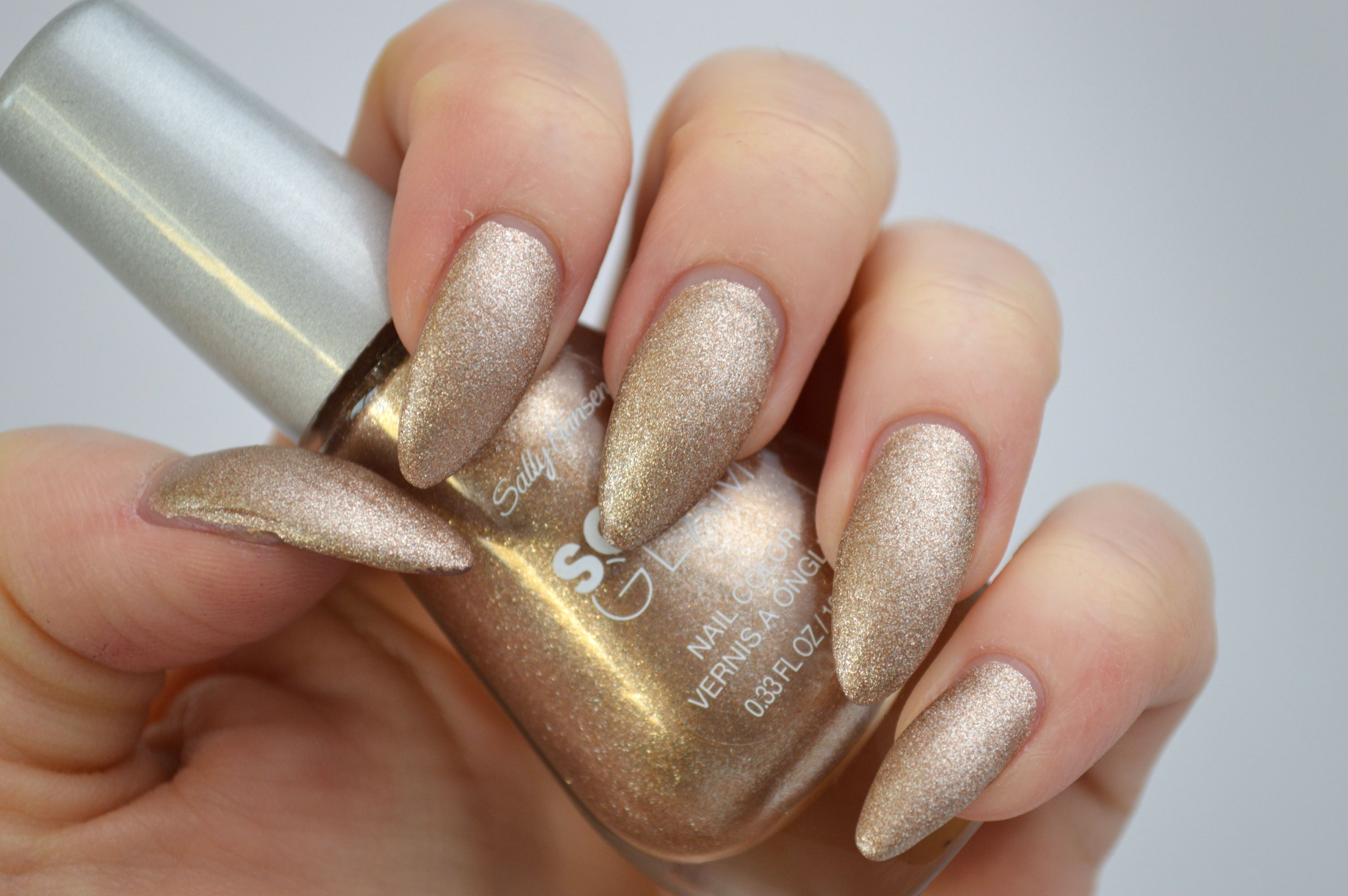 Sally_Hansen_Satin_Glam_Go_Gold