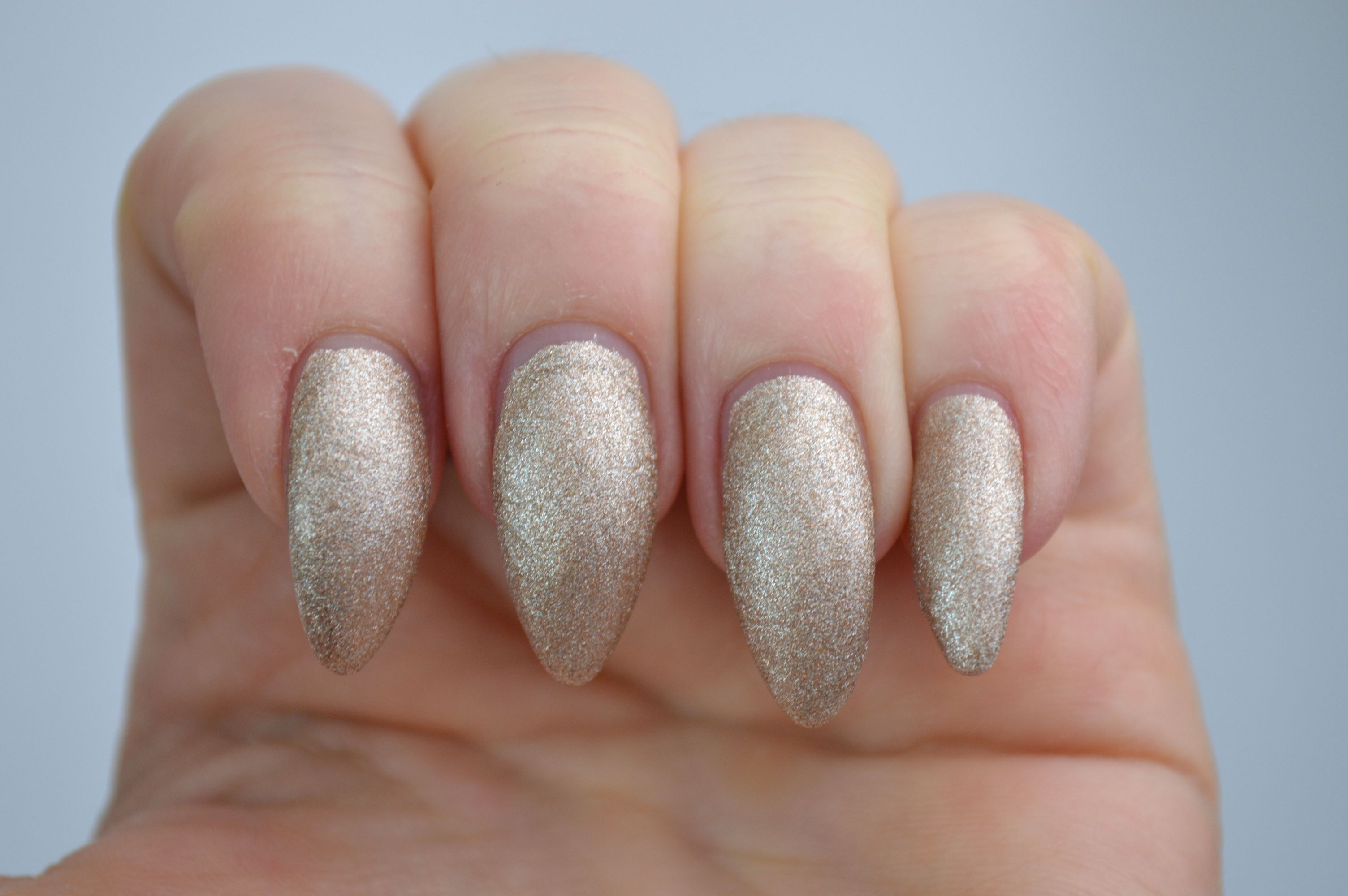 Sally_Hansen_Satin_Glam_Go_Gold_Nailpolish